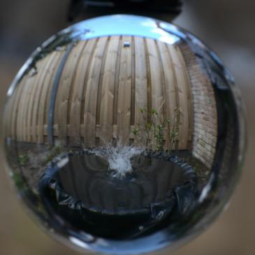 Bol experimenten met water in de uiterwaarden door Pim Edelman en Mels Kooijman.